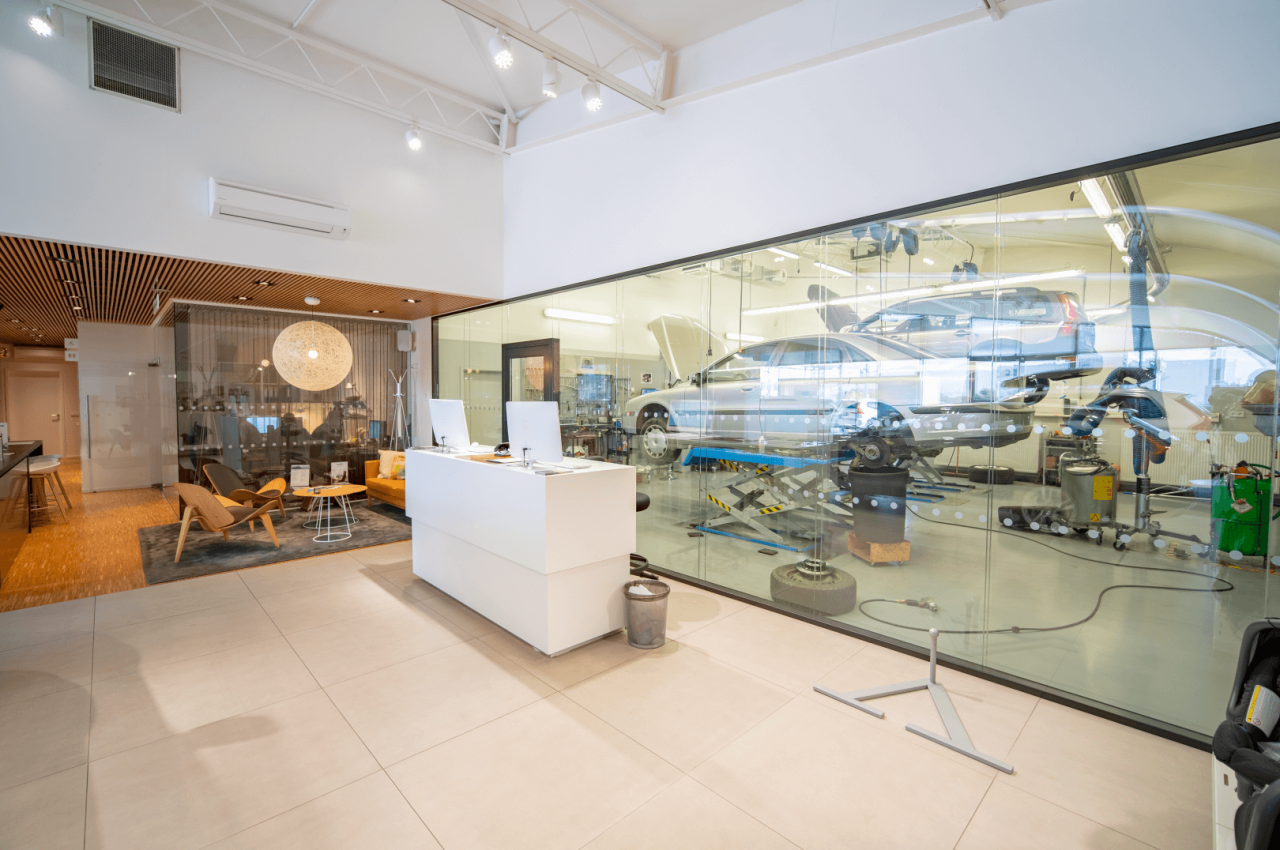 VOLVO - Showroom a servis